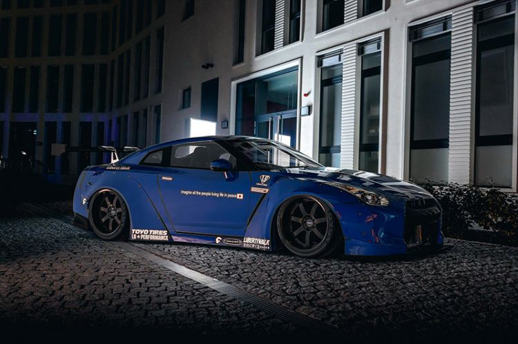 Liberty Walk Nissan Skyline at Night